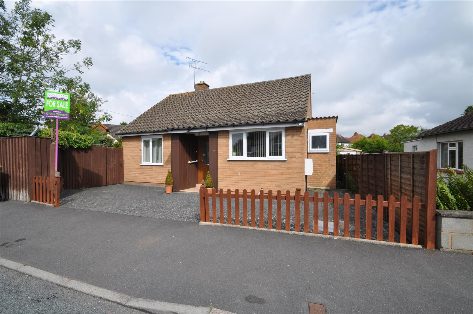 2 Bedrooms Detached Bungalow for sale in Oakland Avenue, Droitwich